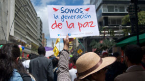 A women holds up a sign for peace in Colombia